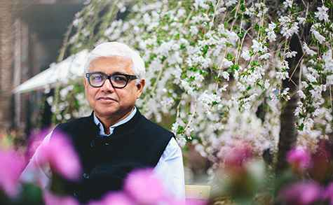 Amitav Ghosh will deliver the 2015 Berlin Family Lectures on September 29–October 7 (Photo: Emilio Madrid-Kuser)